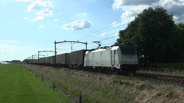 Photo of Lineas Bombardier TRAXX 186291 Electrische locomotief by RailNationYT